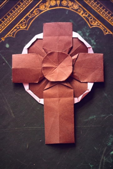 croix, origami celtic cross, designed by Tadashi Mori