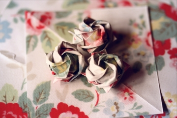 obsesie, miniature origami roses folded from pages of a Cath Kidston catalogue, designed by Toshikazu Kawasaki