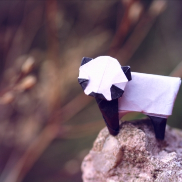 panda lonesome, miniature origami panda, designed by Yamada Katsuhisa